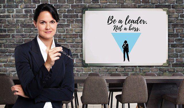 businesswoman-4133404_640